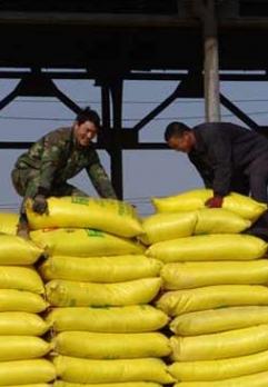 市质监局开展农资打假整治活动