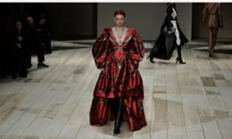 巴黎时装周:亚历山大·麦昆发布秋冬新品成衣