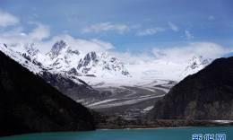 远眺来古冰川